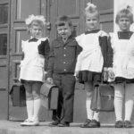 Советские дети с портфелями