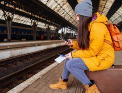Девушка со студенчкским в метро