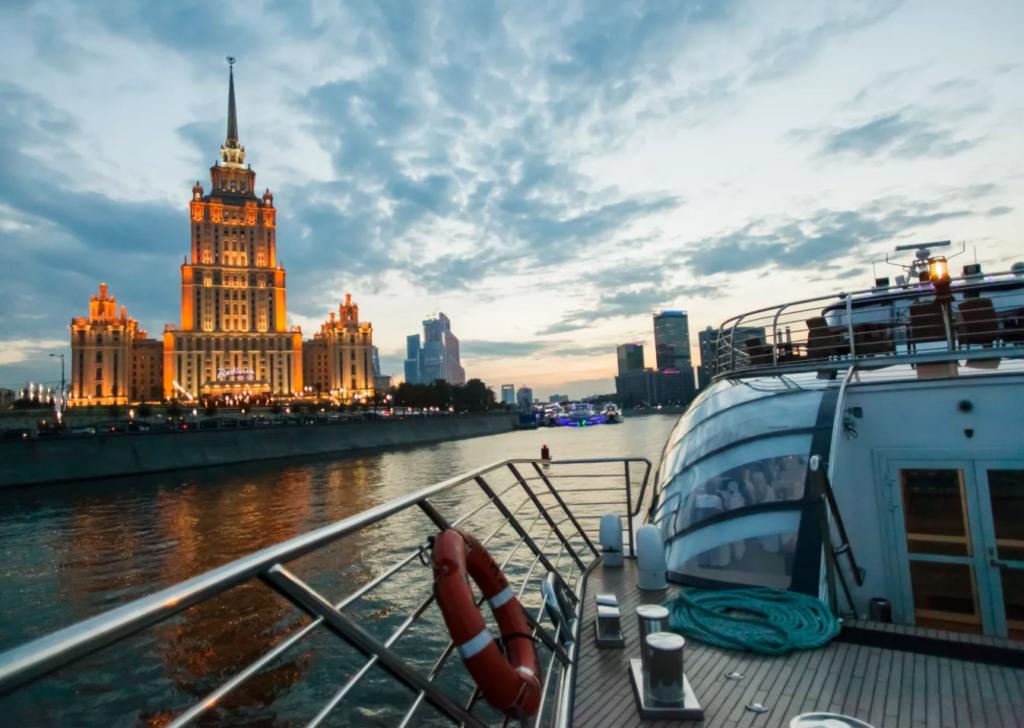Вечерняя прогулка по Москве-реке