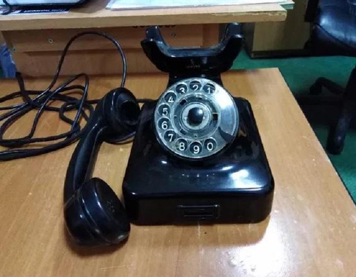 Черный стационарный телефон