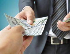 Передача денег в руки