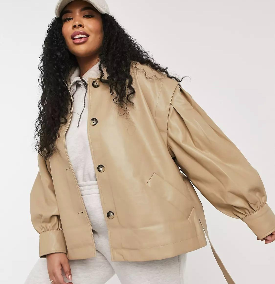 Модель в куртке ASOS