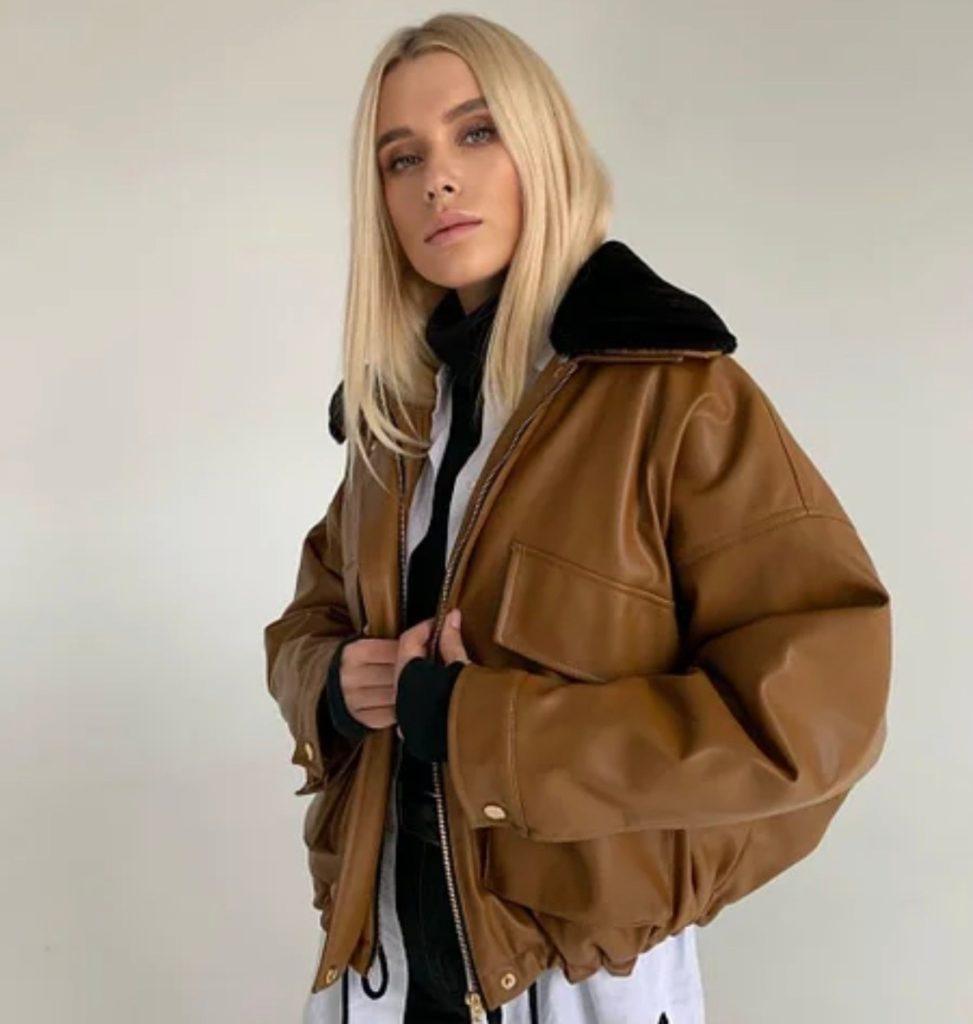 Модель в куртке-авиаторе